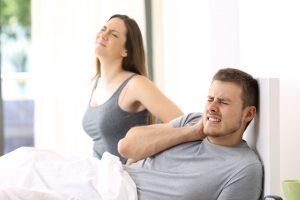 Nackenschmerzen nach jedem Schlaf: Wie Sie mit dem richtigen Lattenrost schmerzlos werden können